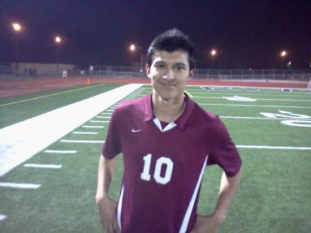 Riverside Arlington senior Jason Canahai scored against No. 5 Riverside King on Nov. 31. / Dennis Pope Photography