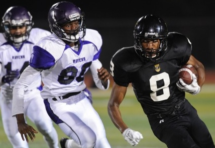 Rubidoux senior Robert Taylor (8) ran hard in Week 7. / Photo by MILKA SOKO for The Press-Enterprise